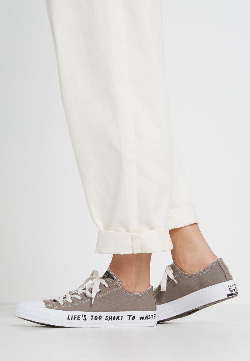 Converse - CHUCK TAYLOR ALL STAR RENEW - Sneakersy niskie - mason taupe/black/white