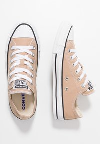 Converse - CHUCK TAYLOR ALL STAR SEASONAL COLOR - Sneakers laag - desert khaki