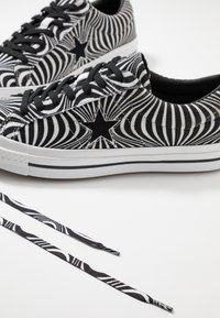 Converse - ONE STAR MOONSHOT - Trainers - black/white - 5