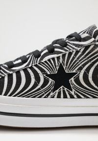 Converse - ONE STAR MOONSHOT - Trainers - black/white - 6