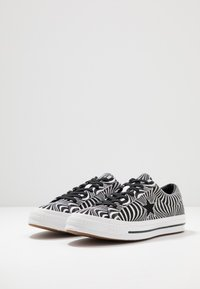 Converse - ONE STAR MOONSHOT - Trainers - black/white - 2