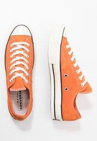 Converse - CHUCK 70 - Tenisky - campfire orange/black/egret - 1