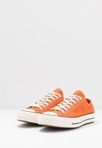 Converse - CHUCK 70 - Trainers - campfire orange/black/egret - 2