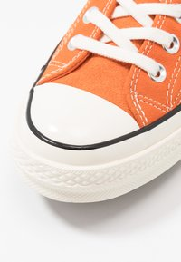 Converse - CHUCK 70 - Tenisky - campfire orange/black/egret - 5