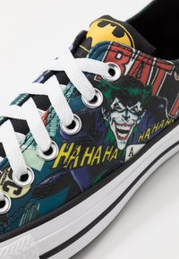 Converse - CHUCK TAYLOR ALL STAR BATMAN - Tenisky - white/black/multicolor - 5