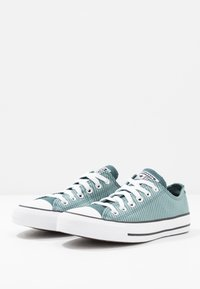 Converse - CLASSIC CHUCK  - Sneakersy niskie - mineral teal/faded spruce/white - 2