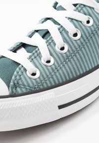Converse - CLASSIC CHUCK  - Sneakersy niskie - mineral teal/faded spruce/white - 5