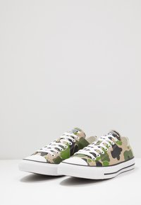 Converse - CLASSIC CHUCK - Sneakersy niskie - black/candied ginger/white - 2
