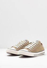 Converse - CHUCK TAYLOR ALL STAR - Sneakersy niskie - khaki/egret/black - 2