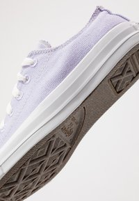 Converse - CHUCK TAYLOR ALL STAR RENEW - Tenisky - moonstone violet/natural/white - 4