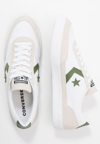 Converse - NET STAR - Sneakersy niskie - white/cypress green/egret - 5