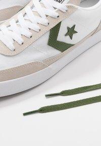 Converse - NET STAR - Sneakersy niskie - white/cypress green/egret - 9