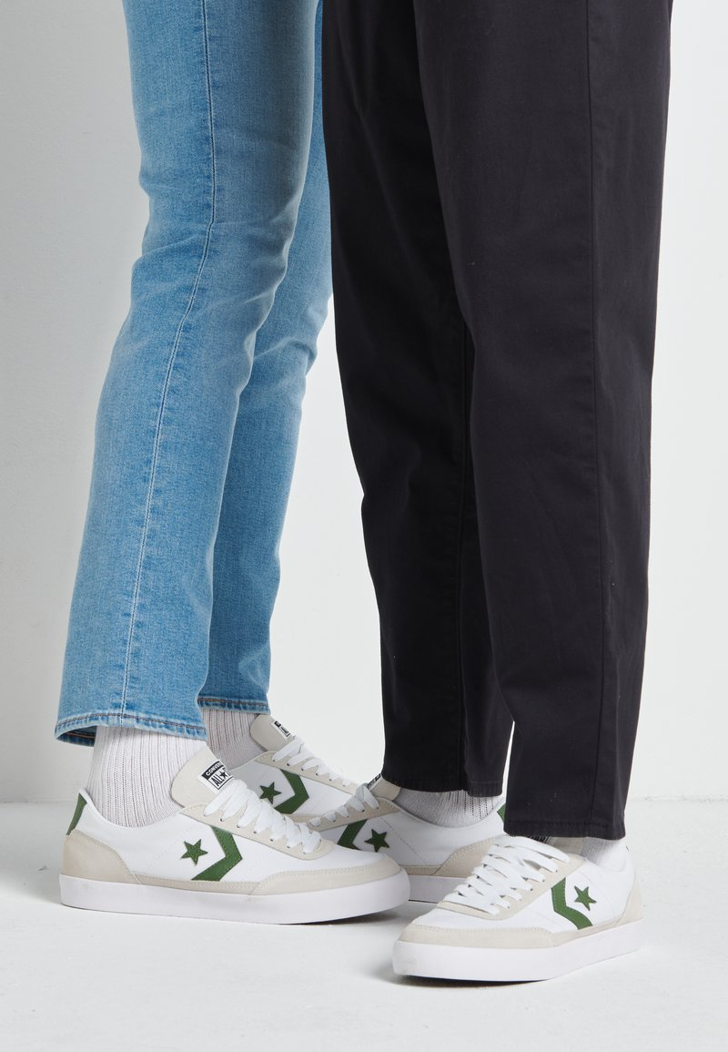 Converse - NET STAR - Sneakersy niskie - white/cypress green/egret
