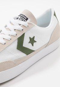 Converse - NET STAR - Sneakersy niskie - white/cypress green/egret - 2