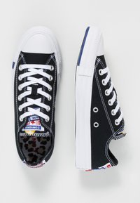 Converse - CHUCK TAYLOR ALL STAR OX - Sneakers - black/rush blue/university red - 5