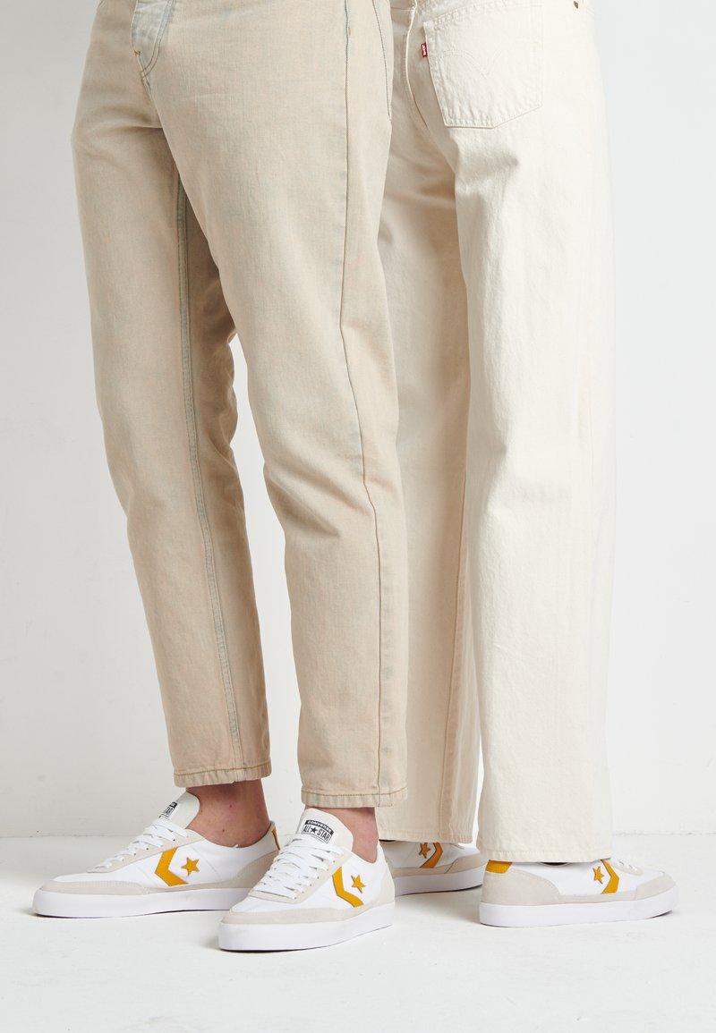 Converse - NET STAR - Sneakers laag - white/sunflower gold/egret