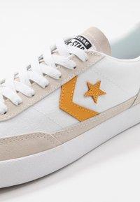 Converse - NET STAR - Sneakers laag - white/sunflower gold/egret - 2