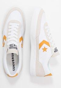 Converse - NET STAR - Sneakers laag - white/sunflower gold/egret - 5