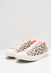 Converse - CHUCK TAYLOR ALL STAR  - Trainers - egret/total orange/black - 2