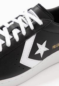 Converse - PRO LEATHER - Sneakersy niskie - black/white - 5