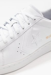 Converse - PRO LEATHER - Sneakersy niskie - white - 5