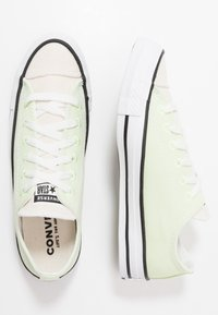 Converse - CHUCK TAYLOR ALL STAR OX RENEW - Sneakers laag - barely volt/natural/black - 1