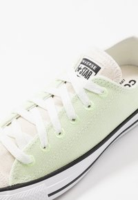 Converse - CHUCK TAYLOR ALL STAR OX RENEW - Sneakers laag - barely volt/natural/black - 5