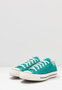 Converse - CHUCK TAYLOR ALL STAR 70 - Sneakers - malachite/black/egret - 2