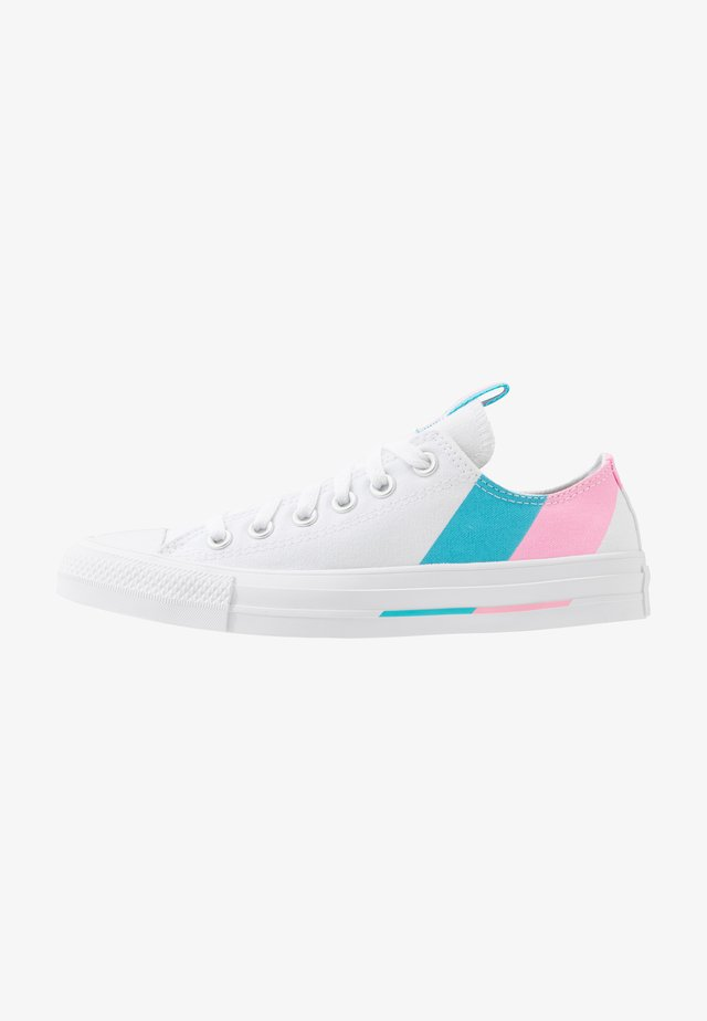 CHUCK TAYLOR ALL STAR - Sneaker low - white/pink/gnarly blue