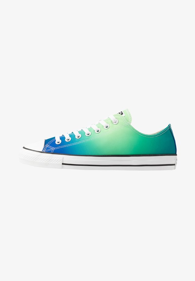 CHUCK TAYLOR ALL STAR - Baskets basses - game royal/malachite/white