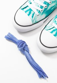 Converse - CHUCK TAYLOR ALL STAR OX - Sneakers laag - malachite/game royal/white - 5