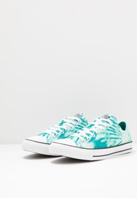 Converse - CHUCK TAYLOR ALL STAR OX - Sneakers laag - malachite/game royal/white - 2