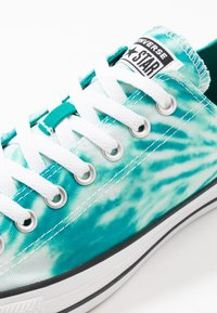 Converse - CHUCK TAYLOR ALL STAR OX - Sneakers laag - malachite/game royal/white - 6