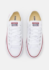Converse - CHUCK TAYLOR ALL STAR WIDE FIT  - Sneakersy niskie - optical white - 3