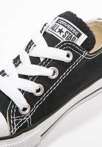 Converse - CHUCK TAYLOR ALL STAR CORE - Sneakers laag - black - 5