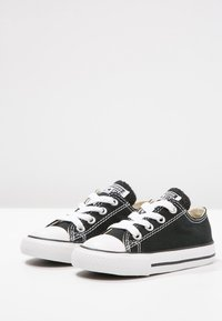 Converse - CHUCK TAYLOR ALL STAR CORE - Sneakers laag - black - 2