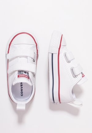CHUCK TAYLOR ALL STAR 2V - Matalavartiset tennarit - white