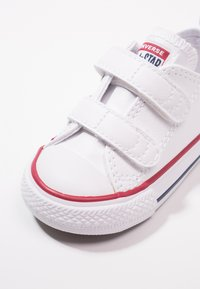 Converse - CHUCK TAYLOR ALL STAR 2V - Trainers - white - 2