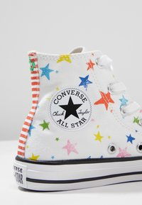 Converse - CHUCK TAYLOR ALL STAR HI - Sneakersy wysokie - white/fiery red/black - 2