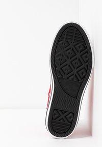 Converse - CHUCK TAYLOR ALL STAR OVERSIZED LOGO - Vysoké tenisky - enamel red/white/black - 5