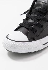 Converse - CHUCK TAYLOR ALL STAR STREET WARMTH HI - Sneakers alte - black/dark concrete/white - 2