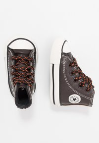 Converse - CHUCK TAYLOR ALL STAR TUMBLED - Sneakers alte - velvet brown/campfire orange - 0