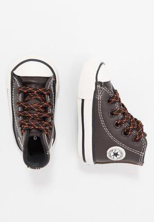 CHUCK TAYLOR ALL STAR TUMBLED - Sneaker high - velvet brown/campfire orange