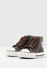 Converse - CHUCK TAYLOR ALL STAR TUMBLED - Sneakers alte - velvet brown/campfire orange - 3