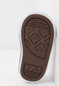 Converse - CHUCK TAYLOR ALL STAR - Sneakersy niskie - white/garnet/navy - 5