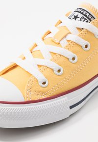 Converse - CHUCK TAYLOR ALL STAR TWISTED VARSITY - Sneakers basse - topaz gold/garnet/white - 2