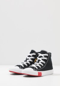Converse - CHUCK TAYLOR ALL STAR LOGO PLAY - Sneakers alte - black/university red/amarillo - 3