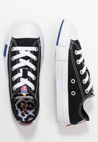 Converse - CHUCK TAYLOR ALL STAR LOGO PLAY - Joggesko - black/rush blue/university red - 0