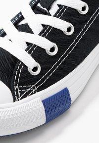 Converse - CHUCK TAYLOR ALL STAR LOGO PLAY - Joggesko - black/rush blue/university red - 2
