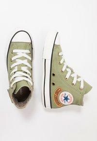 Converse - CHUCK TAYLOR ALL STAR POCKET - Sneakers alte - street sage/khaki - 0